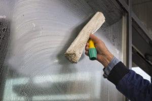 Mytí prosklených stěn