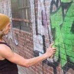 jak nejlépe odstranit graffiti z garážových vrat