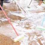 dôkladne čistenie podlahy
