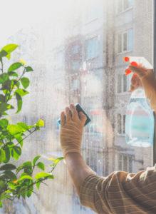 mytí okenních tabulí